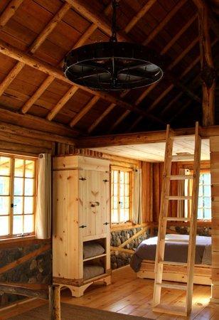 Minam River Lodge: Minam Lodge Guest Cabin - Interior