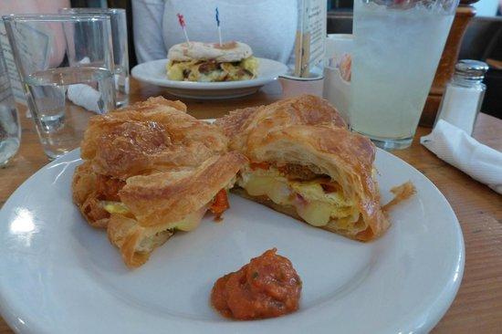 Penelope : Breakfast croissant with omlette
