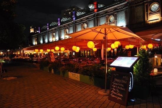Upstalsboom Hotel Friedrichshain: Overal restaurants tegen betaalbare prijzen.