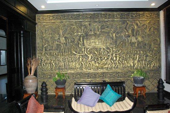Lucky Angkor Hotel: la réception et un des petits salons