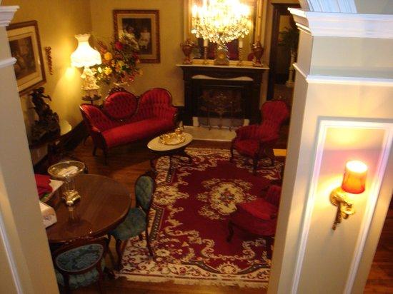 Hotel Le Clos Saint-Louis: Inside sitting area off lobby