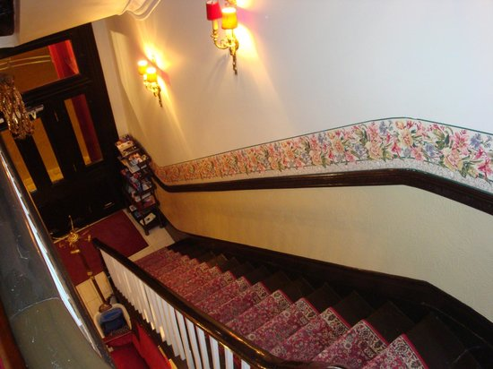 Hotel Le Clos St-Louis : Stairs to second floor