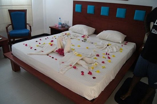 Pigeon Island Beach Resort: Hotel staff surprised us with great arrangements to our bed several times