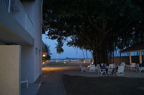 Pigeon Island Beach Resort: Being very very close to the sea will give you a magical experience
