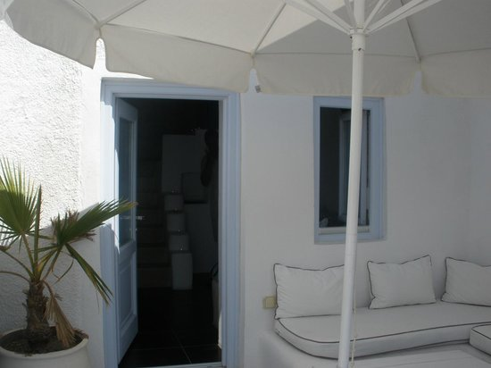 Hotel Sunny Villas: front door and veranda