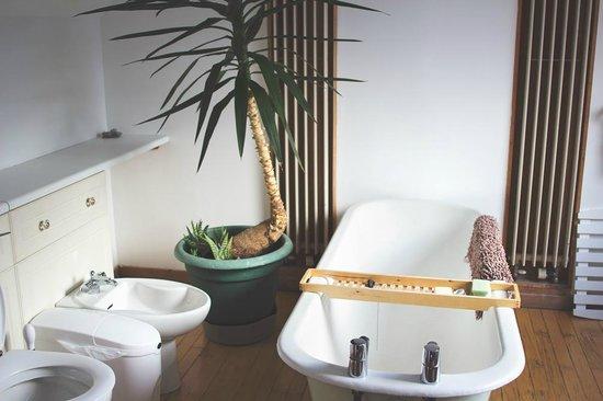 Heb Hostel: Ladies Bathroom
