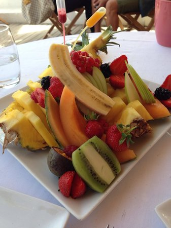 Le Baoli: Assiette de fruit pour une personne...