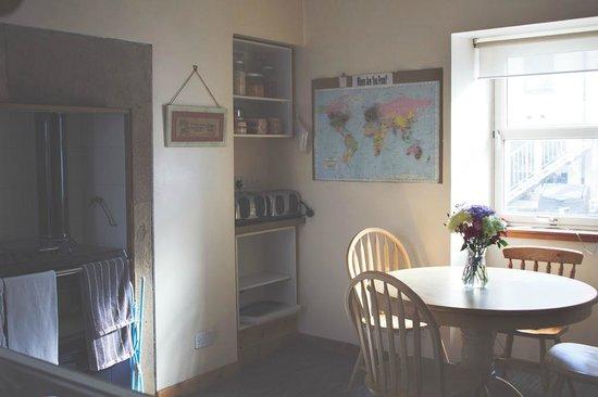 Heb Hostel: Kitchen