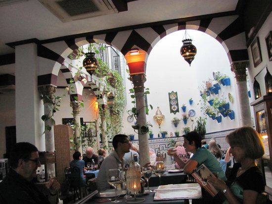 "Restaurante Taberna D""Ucles: Lovely decor"