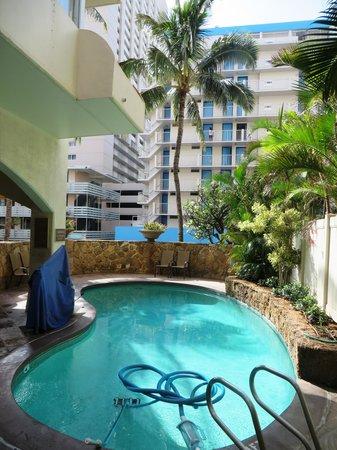 Coconut Waikiki Hotel: pool