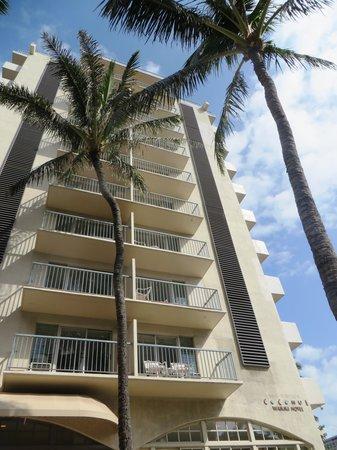 Coconut Waikiki Hotel: outside