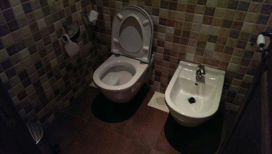 Byblos Sur Mer: Clean toilet