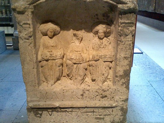 Römisch-Germanisches Museum: Goddess statue