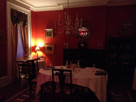Goldsmith Denniston House B&B : The dining room where breakfast is served.