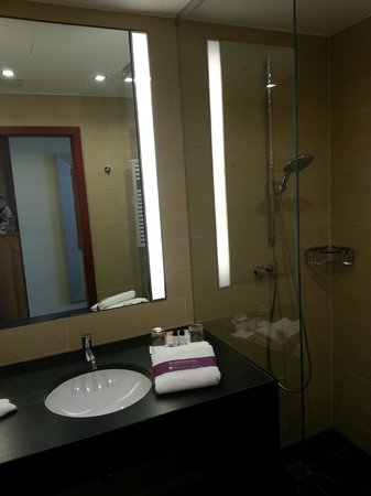 Ameron Hotel Regent: Das Bad