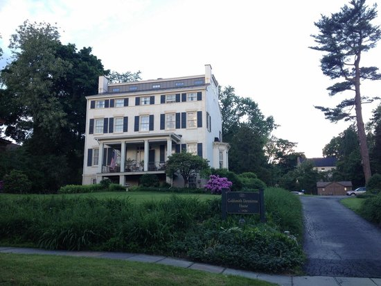 Goldsmith Denniston House B&B : Beautiful house from 1840
