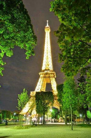 Hotel 7 Eiffel : Eiffel Tower