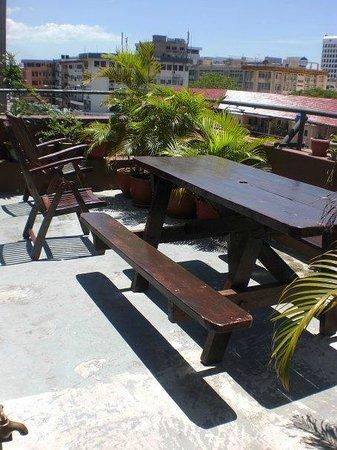 Borneo Backpackers: Roof