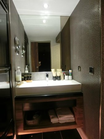 Smokey Joe's Hotel : 宽敞的浴室
