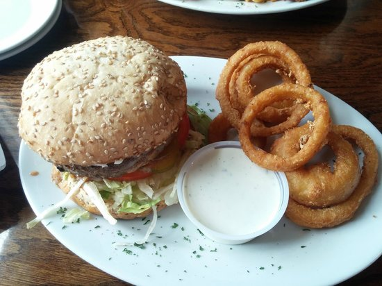 Adventures Pub & Spirits : Juicy Lucy and onion rings
