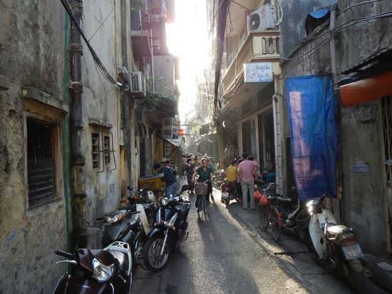 Hanoi Charming Hotel: The lively back street