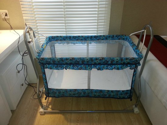 Oriental Central Hotel: Baby Cot