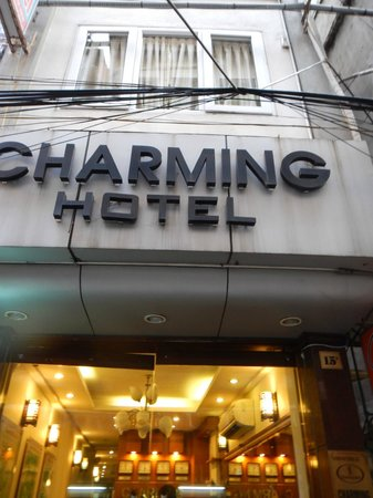 Hanoi Charming Hotel: Hotel entrace