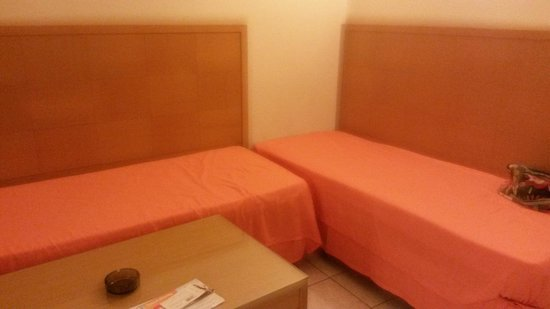 Pefkos Beach Hotel: Livingspace