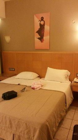 Pefkos Beach Hotel: bed