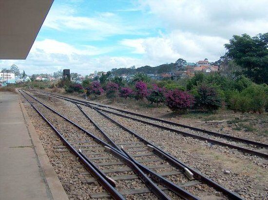 Dalat Railway Station : arriving in the station