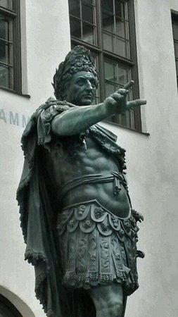 Augsburger Rathaus: Kaiser Augustus, Namenspatron von Augsburg
