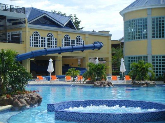Jewel Paradise Cove Resort & Spa Runaway Bay, Curio Collection by Hilton : main pool