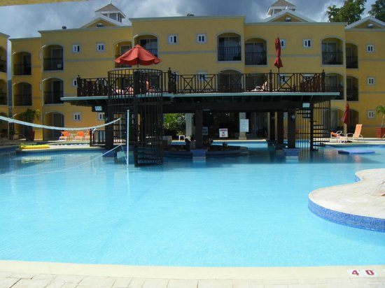 Jewel Paradise Cove Resort & Spa Runaway Bay, Curio Collection by Hilton : Emerald pool