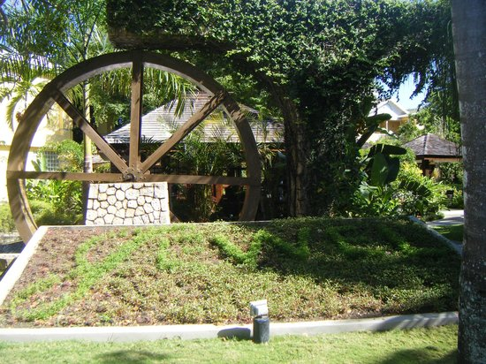 Jewel Paradise Cove Resort & Spa Runaway Bay, Curio Collection by Hilton : water wheel