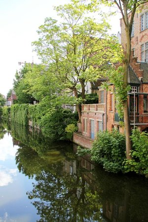 Bed & Breakfast Speelmansrei: Charming canal nearby