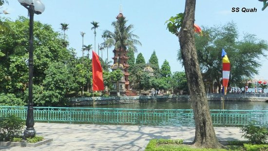 Trấn Quốc Pagoda on Hanoi's West Lake