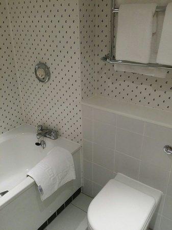 Holiday Inn Brentwood: Bathroom