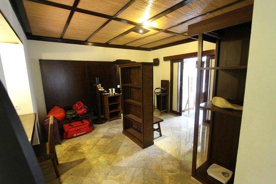 KajaNe Mua Private Villa & Mansion: Distribuidor y tocador...