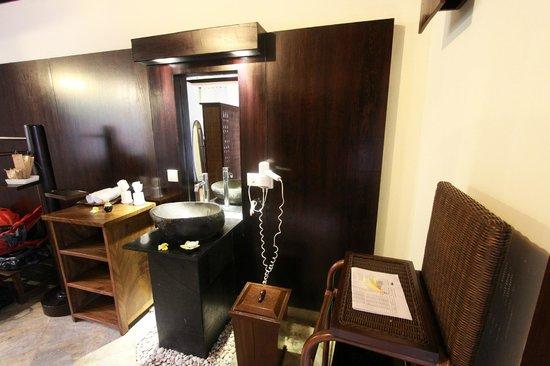 KajaNe Mua Private Villa & Mansion: Tocador, zona cambiador en las habitaciones villa