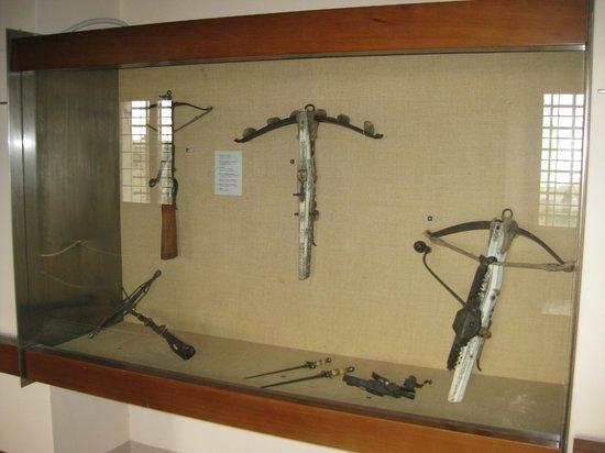 Castello di San Giusto: Арбалеты в оружейно