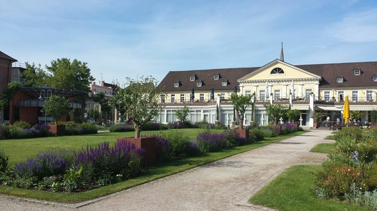 Kurpark-Hotel Bad Dürkheim: Blick vom Kurpark auf das Restaurant des Hotels