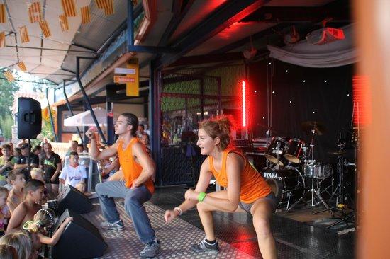 Camping le Front de Mer : Mini-disco pour les enfants sur la scène