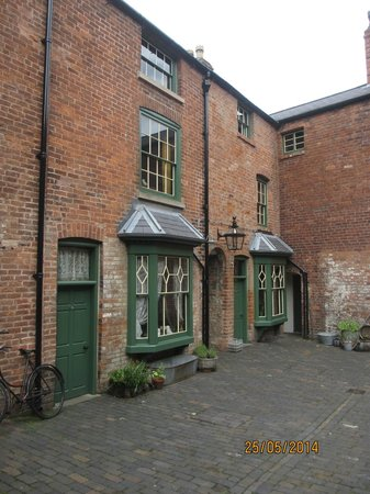 Birmingham Back to Backs: The Courtyard