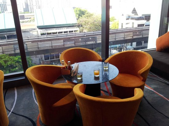 Holiday Inn Express Bangkok Siam: Cosy corner overlooking the National Stadium BTS