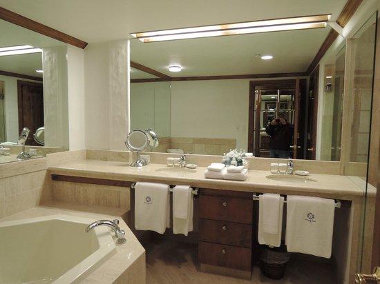 Sonnenalp: large bathroom