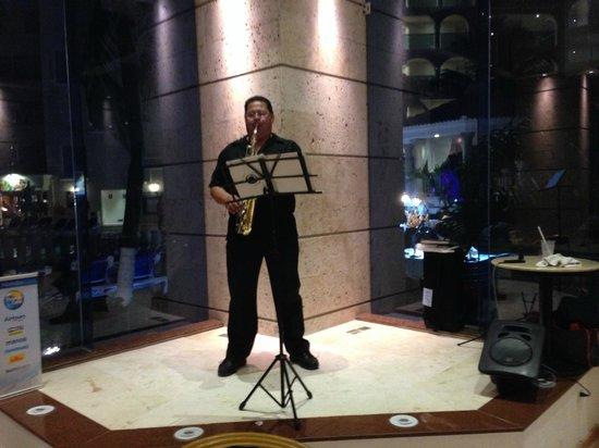 Occidental Costa Cancun : music at night