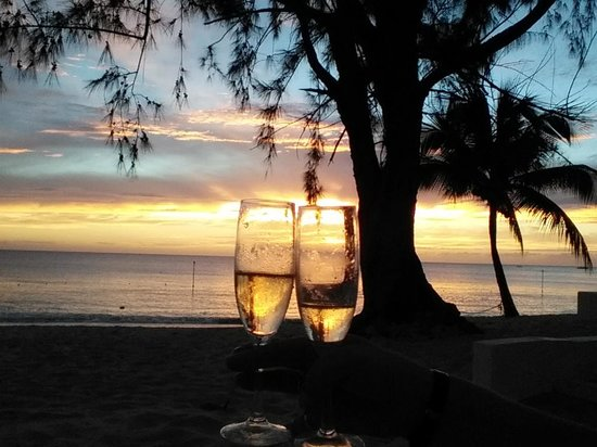 Discovery Bay by Rex Resorts : champagne sunset !!!