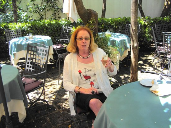 Grand Hotel De La Ville Sorrento: Waiting for friends so we could enjoy a snack.