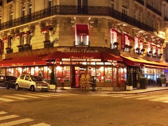 Le Relais de l'Entrecote: Late night.