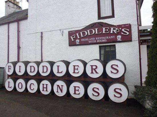 Fiddler's: Exterior